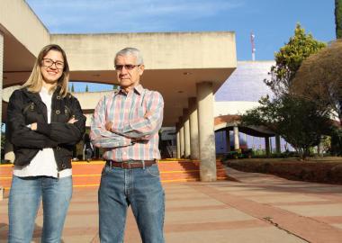 Jeniffer Godinho Ferreiro Pimenta y el Doctor Juan Antonio Serratos Vidrio, en CUAltos